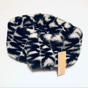 Michael kors fur magnetic closure scarf